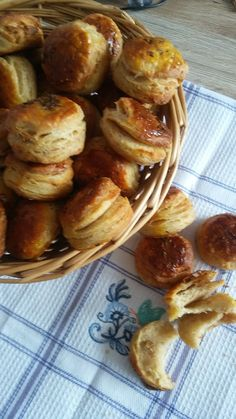 Helenkine dobroty - Škvarkové kváskové pagáčiky Pretzel Bites, Baked Potato, French Toast, Appetizers, Food And Drink, Bread, Baking, Breakfast, Ethnic Recipes