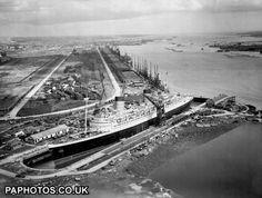 UK Transport - Sea - Liners - RMS Queen Elizabeth - Southampton - 1946 | Ocean Liners | Friends Reunited