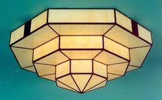 El estilo Art Decó es una mezcla de estilos diversos de principios del siglo XX, en especial los conocidos como Primeras Vanguardias (Futurismo, Cubismo, etc.), se desarrolló en el periodo de entreguerras, entre 1920 y 1939 en Europa y América.