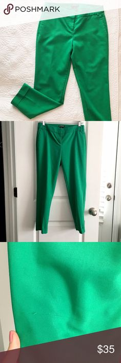 Express Editor Ankle Pants These pants sold out the minute they hit the rack! So cute and I got so many compliments on these emerald beauties. Editor style and ankle cut, perfect with wedges, heels, or flats! Small snag on back thigh shown in photo. Express Pants Ankle & Cropped