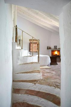 corner fireplace ... whitewashed stair risers ... brick floor ... whitewashed roof beams ...