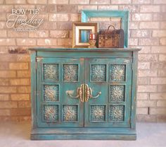 Painted Furniture For Sale, Chalk Paint Furniture, Distressed Furniture, Diy Furniture, Furniture Design, Furniture Projects, Diy Projects, Chalk Paint Cabinets, Painting Cabinets
