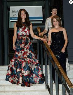 """Kate Middleton, la duchesse de Cambridge arrive au dîner de gala """"100 Women In Hedge"""" pour l'association """"The Art Room"""" (dont elle est la marraine), au Victoria and Albert Museum à Londres, le 27 octobre 2015."""