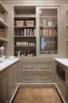 Warm White Kitchen Design & Gray Butler's Pantry | Home Bunch - An Interior Design & Luxury Homes Blog | Bloglovin'