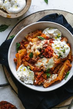 This Burrata Baked Ziti is filled with gooey burrata cheese, garlicky tomato sauce, crispy pancetta, hot and sweet sausage, and lots of fresh basil. Pasta Recipes, New Recipes, Dinner Recipes, Cooking Recipes, Healthy Recipes, Sausage Spices, Baked Ziti With Sausage, I Love Food, Recipes