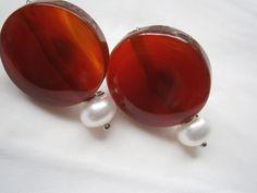 Große Ohrstecker Karneol mit Perle in weiß,orange von kunstpause auf DaWanda.com