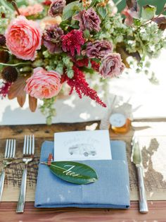 La Tavola Fine Linen Rental: Lately Natural Table Runner (folded) with Nevada Steel Blue Napkins | Photography: Connie Whitlock, Event Planning: We Tie The Knots, Floral Design: Siloh Floral, Rentals: Charming Chairs, Tabletop Rentals: Harvest Table Company, Venue: Lyons Farmette
