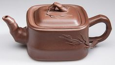 CHINESE YIXING ZISHA CLAY ARTISTIC BROWN TEAPOT AND COVER