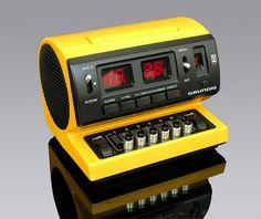 My dad got this one for years . Radios, Poste Radio, Radio Antigua, Cool Tech, Diy Tech, Id Design, Antique Radio, Old Computers, Plastic Design
