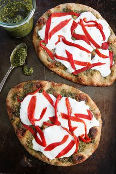 Pesto, Roasted Red Pepper, and Mozzarella Flatbread from @twopeasandpod for Food & Friends. Lovely!