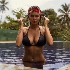 Pool Babe!    Langeweile - nicht hier bei uns! Picdumps und Gifdumps direkt und ohne Wartezeit! Viel Spass dabei!