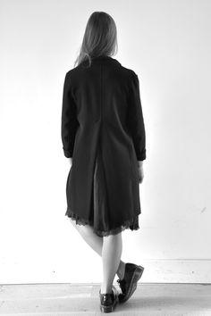 manteau noir - Album di Famiglia, robe en soie noire - Pip-squeak chapeau etc…