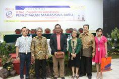 Rabu (28/8) Ridwan Kamil hadir di kampus Universitas Widyatama dalam rangka memberikan ceramah kebangsaan bagi Mahasiswa baru Tahun Angkatan 2013/2014 di Auditorium Widyatama kawasan Cikutra. Dalam ceramah kebangsaannya, Ridwan Kamil (Walikota Bandung Terpilih 2013-2018) mengutarakan bahwa mulailah melakukan perubahan bagi Indonesia dimulai dari rumah sendiri, Bandung,r Ridwan.- See more at: http://pendaftaran.widyatama.ac.id/?p=640#sthash.1XCa5PPA.dpuf