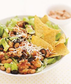 Learn how to prepare this easy Crispy Chicken Taco Salad recipe like a pro. With a total time of only 10 minutes, you'll have a delicious dish ready before you know it. Taco Salad Recipes, Healthy Recipes, Healthy Options, Healthy Dishes, Simple Recipes, Delicious Recipes, Healthy Foods, Yummy Recipes, Taco Salat