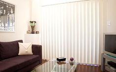Белые жалюзи в интерьере  #window #interior #спальня #шторы #жалюзи #декорокна #вертикальныежалюзи #белыежалюзи