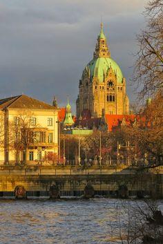 Hanover, a capital da Baixa Saxônia Ao fundo a Nova Prefeitura (Neues Rathaus) de Hanover!!