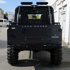 Land Rover Defender 90 Td4 Sw Pickup Twisted Extreme Adventure. Impressive.