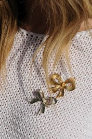 I want little bow pins. Too cute.