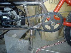 Construcción de una moto de 49 cc, con partes de bicicleta - Página 5 - Añadí un refuerzo en la base del motor ya que pandeaba un poco y podia traducirse en vibracion luego.