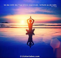 """Wandtattoo Spruch für den Yogi von B.K.S. Iyengar super Wandtattoo im Yogastudio oder für die Yogapraxis.Was für ein treffendes Motto von B.K.S. Iyengar! """"Ist das Licht des Yoga einmal angezündet, verlischt es nie mehr."""" Denn wer einmal mit Yoga begonnen hat, und die positiven  Auswirkungen auf Körper, Geist und Seele gespürt hat, möchte nicht mehr darauf verzichten, und wird mit seiner Yogapraxis fortfahren."""