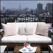 Browse great places to stay and things to do with kids in NYC. New York Rooftop Bar, Rooftop Bars Nyc, I Love Nyc, City That Never Sleeps, Dream City, Romantic Vacations, Vacation Spots, Great Places, Night Life
