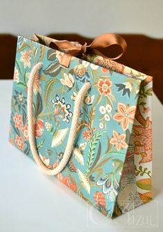 packaging/gift/flowers/blueheron/lagarzaazul Gift Flowers, Burlap, Reusable Tote Bags, Packaging, Paper, Gifts, Presents, Hessian Fabric, Wrapping