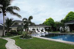 Unlike the boxing glove-shaped swimming pool in the old General Santos home, the new one has a regular shape.�