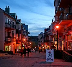 Mont Tremblant, Québec Places Ive Been, Places To Go, Canadian French, Vacation Spots, Montreal, Destinations, Street View, Nyc, Canada