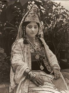 "Photo from 1935  -  ""Jewish Bride Salé in his suit ""Keswa el-Kbira"",   photographer  Jean Besancenot."