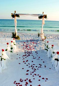 this is what my wedding looks like.......in my dreams!!! holy smokes thats gorgeous!