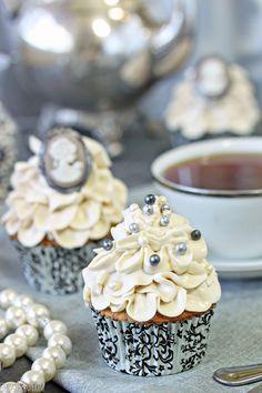 Earl Grey Lavender Cupcakes - SugarHero
