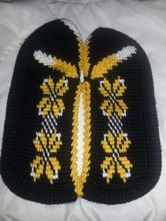 Tunus işi patik Knitted Baby Clothes, Knitted Hats, Crochet Slippers, Knit Crochet, Hand Warmers, Baby Knitting, Diy And Crafts, Projects To Try, Eminem