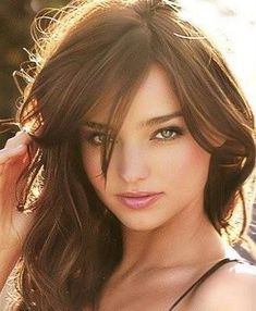 Miranda Kerr with chestnut colored hair. Perfect hair for fall