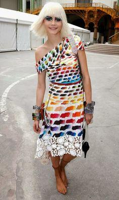 Les robes multicolores Chanel font tourner la tête de la planète fashion...