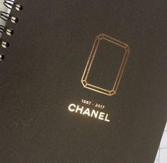 Intaglio accompagne les 30 ans de CHANEL HORLOGERIE ... et de sa magnifique originelle montre PREMIÈRE ! #proud #fan #gold #silver #anniversaire #chanel #chic