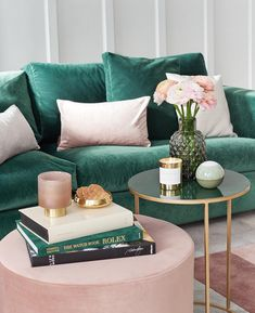 Interior trend color Emerald green - this is how you style it, so it does not look too dark - Home Design & Creative Ideas - Bedroom Decor Living Room Green, Living Room Sofa, Living Room Decor, Bedroom Decor, Dining Room, Bedroom Sofa, Interior Design Living Room, Living Room Designs, Interior Livingroom