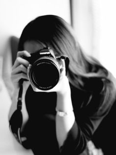 Girl Photography Poses, Camera Photography, Book 15 Anos, Girls With Cameras, Profile Pictures Instagram, Female Photographers, Girls Image, How To Take Photos, Aesthetic Pictures