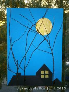 Zie de maan schijnt door de bomen… Ga buiten op zoek naar dunne takjes en maak een leuk sinterklaasschilderij. Teken een cirkel aan de bovenkant van het blauwe vel A4 papier. Je kunt hiervoor bv de omtrek van een senseo koffiekopje gebruiken. Prik de cirkel uit met je prikpen, dit wordt de maan. Teken op het zwarte vel papier daken van huizen met behulp van de lineaal. Je kunt ook ramen in de daken tekenen of een schoorsteen op de daken. Knip de daken uit en plak ze op de ...