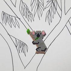 Koala eating a eucalyptus leaf on a eucalyptus tree. Check out the pattern on my blog (link in bio)! #koala #brickstitch #miyukipearls #jenfiledesperlesetjassume #perlesmiyuki #miyuki #eucalyptus #diy #miyukidelica #miyukibeads #beadweaving #australia #perlesaddict #motifelisapearls #elisapearlspattern
