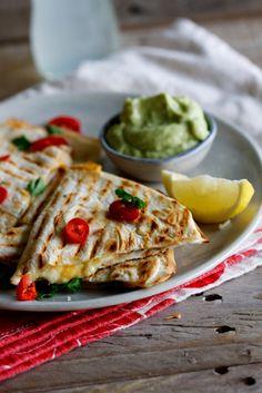 Spicy Chicken and Feta Quesadillas. Crispy quesadillas with a spicy chicken and feta filling served with smooth guacamole. Great Recipes, Favorite Recipes, Recipe Ideas, Slow Cooked Beef, Brunch, Fajitas, Mexican Food Recipes, Veggie Recipes, Drink Recipes