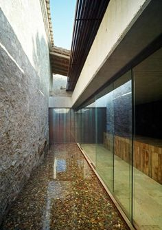 Renovation at Mas del Vent House in Palamós, Spain by R. Tectonic Architecture, Space Architecture, Contemporary Architecture, Arch Interior, Living In Europe, Arch Model, Garden Studio, House Extensions, My House