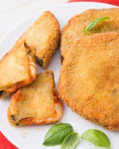 Cotolette di melanzane alla parmigiana: due dei nostri piatti preferiti in un unico grande secondo piatto!  [Fried Cotoletta Aubergine parmigiana]