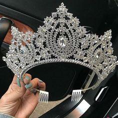 This Crown! ✨👑 #dressesafterdark #bridetobe #bridezilla #weddingday #wedding #weddings #bride #bride2be #bridalblogger #allthingsbridal #gettingmarried #bridal #style #fashion #events #weddingplanner #love #veil #bridalmakeup #dubai #follow #wbyt #weddingsbyyourstruly #sydney  #weddingdress #dreamwedding4u