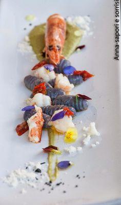 ANNA-SAPORI E SORRISI: Gnocchi di patate viola con vellutata di fave fresche, pomodori semisecchi e gamberi