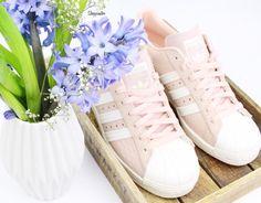 Guuuuten Morgen ihr Lieben. Es gibt einen neuen Blogpost mit meinen Schuh-Neuzugängen der letzten Wochen (Shoppinglinks).Dieses Modell ist auch dabei - sind sie nicht suuuuper schön? #shoppinator#shopping#newin#adidas#adidassuperstar#adidassuperstar80s#adidasrosa#adidassuperstarrosa#schuhe#sneaker#schuhliebe#frühling#spring by shoppinator