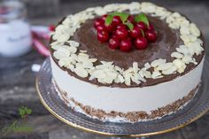 Tort raw de cocos si ciocolata - Arome de poveste Gift Cake, Raw Desserts, What You Eat, Raw Vegan, Coco, Tiramisu, Cheesecake, Deserts, Food And Drink