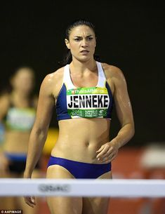 Jenneke ditched her iconic pre-race 'jiggling' routine at the Summer of Athletics Grand Prix - instead standing behind her blocks and yawning as she waited for the gun Michelle Jenneke, Beautiful Christina, Beautiful Athletes, Sport Gymnastics, Fitness Photoshoot, Workout Pictures, Love Fitness, Sporty Girls, Sports Stars