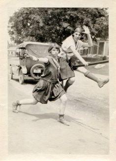 Snapshots Of Dangerous Women Cultura Vintage Pictures, Old Pictures, Vintage Images, Old Photos, Unique Vintage, Vintage Ladies, Nice Photos, Vintage Black, Vintage Art