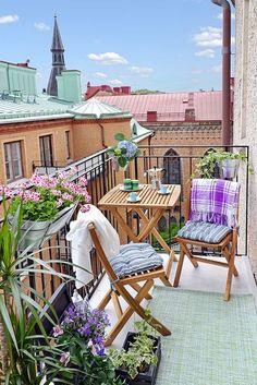 Un mini balcon poétique couleur lilas