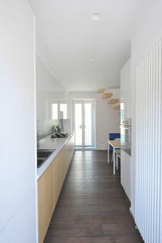 aménagement cuisine couloir plaque cuisson gaz évier | Cuisine ...